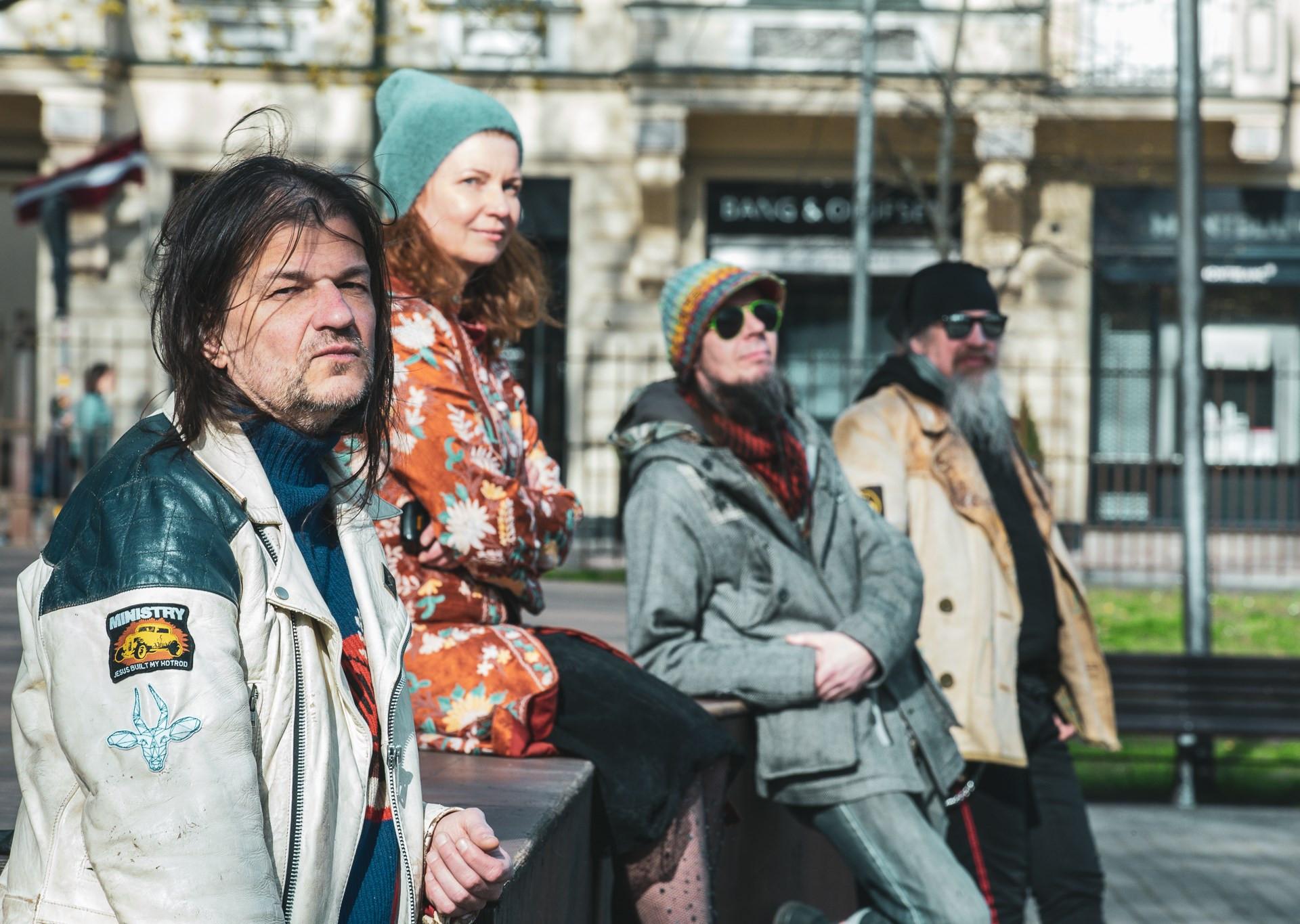Režisore Aija Bley kopā ar Rudaku, Skripu un Dambi. Foto Agnese Zeltiņa.