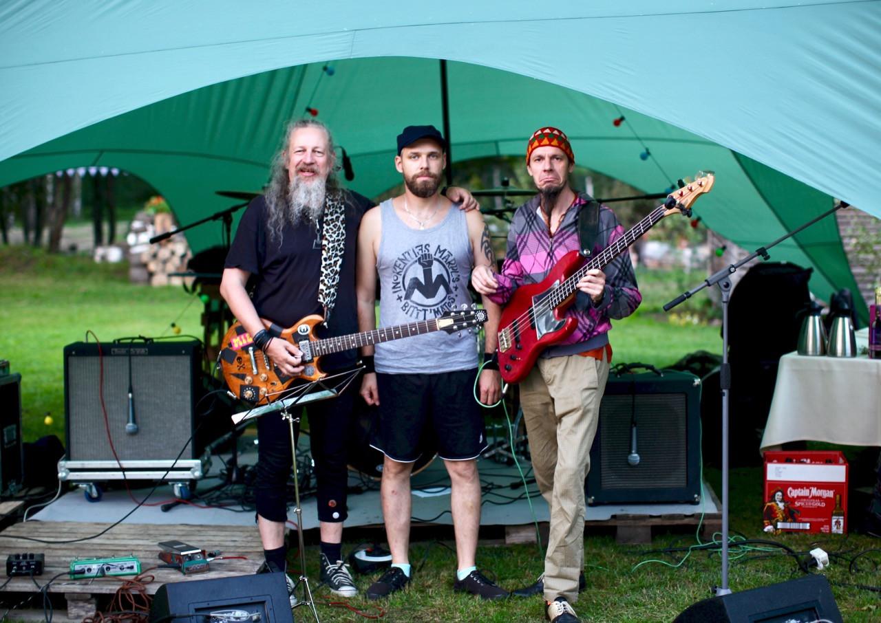 Grupa Inokentijs Mārpls pirms koncerta. Foto Aija Bley.