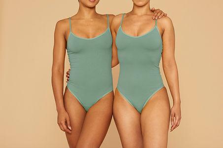 Frauen im Badeanzug