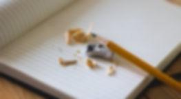 Notizbuch mit Bleistift und Spitzer