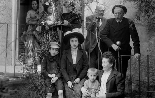 RETRATOS FAMILIARES DE COMIENZOS DEL SIGLO XX