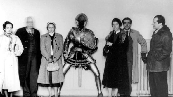 MARÍA TERESA LEÓN Y ALBERTI EN EL PRADO, 1937