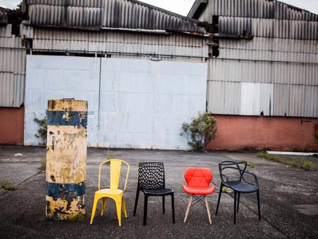 Como combinar cadeiras diferentes: