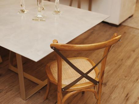 Linha Cross: Cadeiras rústicas e atemporal.