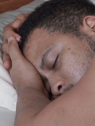 "Na abertura do 10º Olhar de Cinema, ""O Dia da Posse"" sintoniza gesto de conforto"