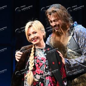 """Александр Бобровский в спектакле """"Васса"""""""