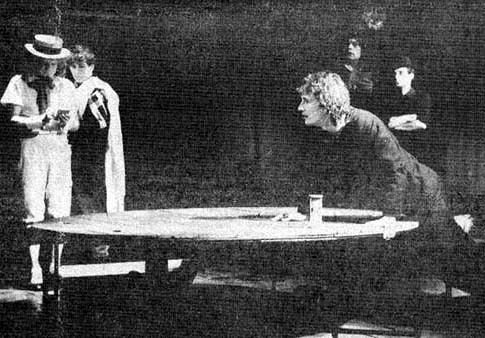 Александр Бобровский в спектакле 'Калигула'