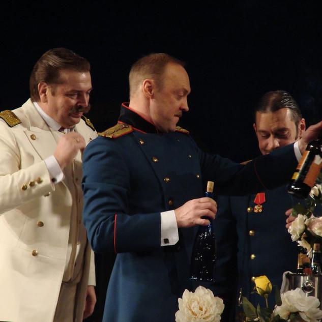 """Александр Бобровский в спектакле """"Три сестры"""""""