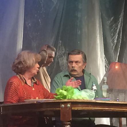 """Александр Бобровский в спектакле """"Семейный ужин в половине второго"""""""