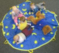 BeeBo v Provázku s dětmi.jpg
