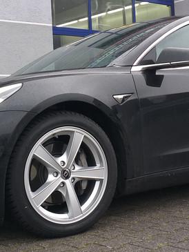 """Tesla Model 3 mit 18"""" Diewe"""