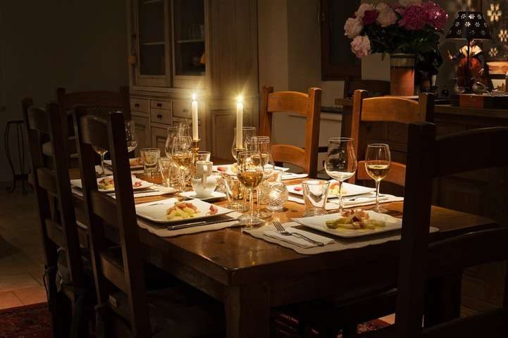 dinner-decorated-at-home
