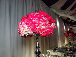 centerpiece with red flowers