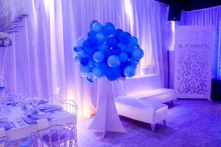 Blue balloons arrangment in a elegant banquet hall in Kendall Miami