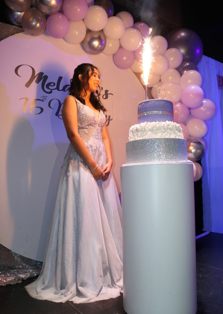 Grey, white and pink balloons decoration in a 15 birthday party in kendall miami