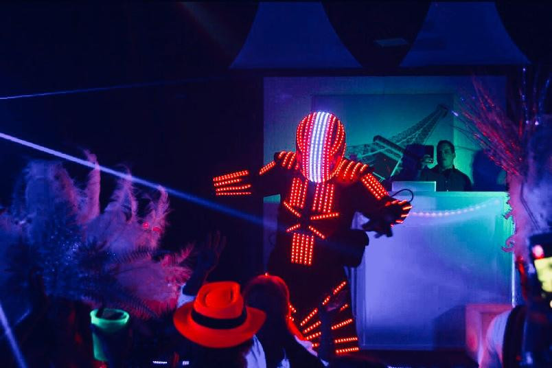led-robot-giving-show-at-neon-party