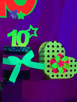 Fluorescent green heart for kids party