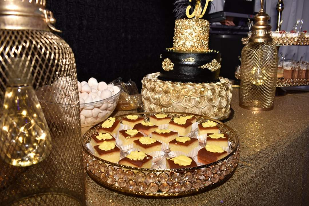 Golden decoration in a grazing table