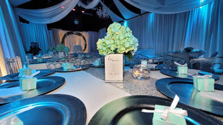 centerpiece with rose in blue wedding in miami