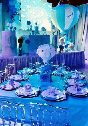 banquet hall table in miami decorated in blue