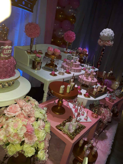 Pink Catering tables with a lot of sweets