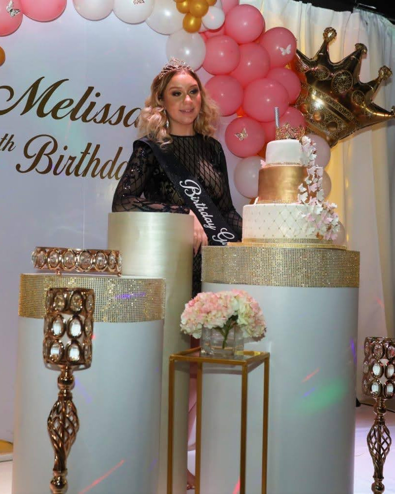 White and gold decoration in 15 birthday party venue