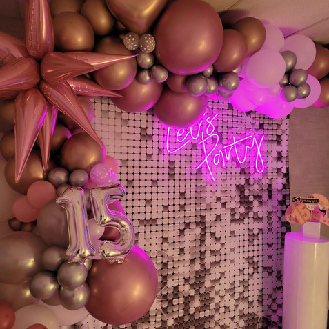 balloon arch and neon lights on birthday