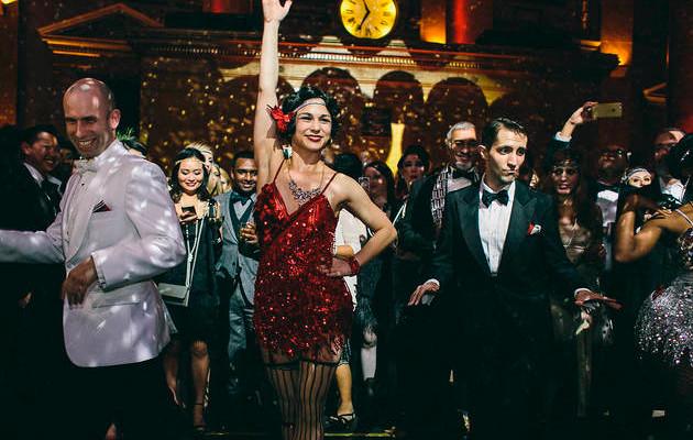 invitados-bailando-fiesta-tematica-años-20