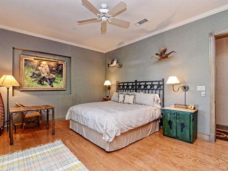 Falls_House_Interior_Bedroom2.jpg
