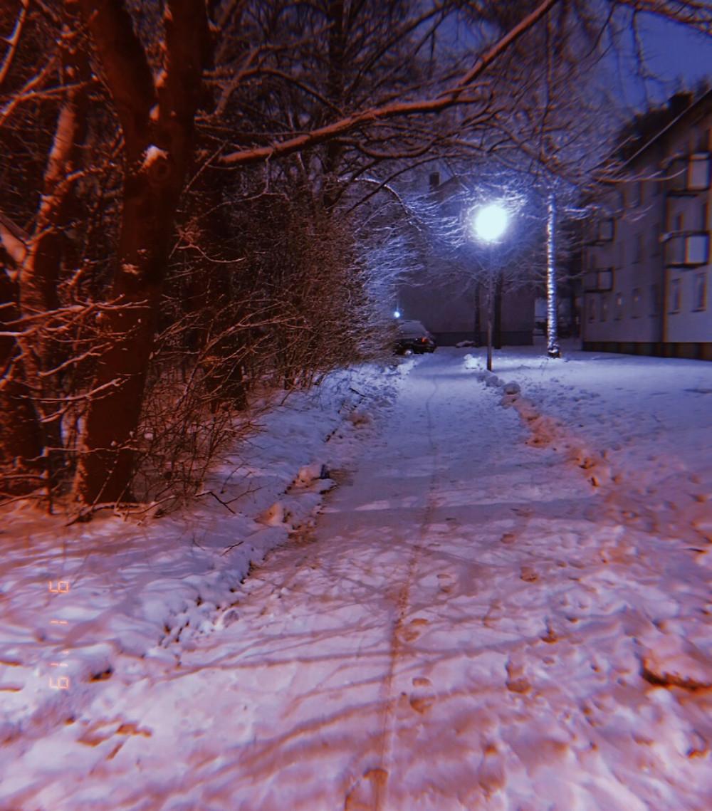 laufen-schnee-verschneite-straße