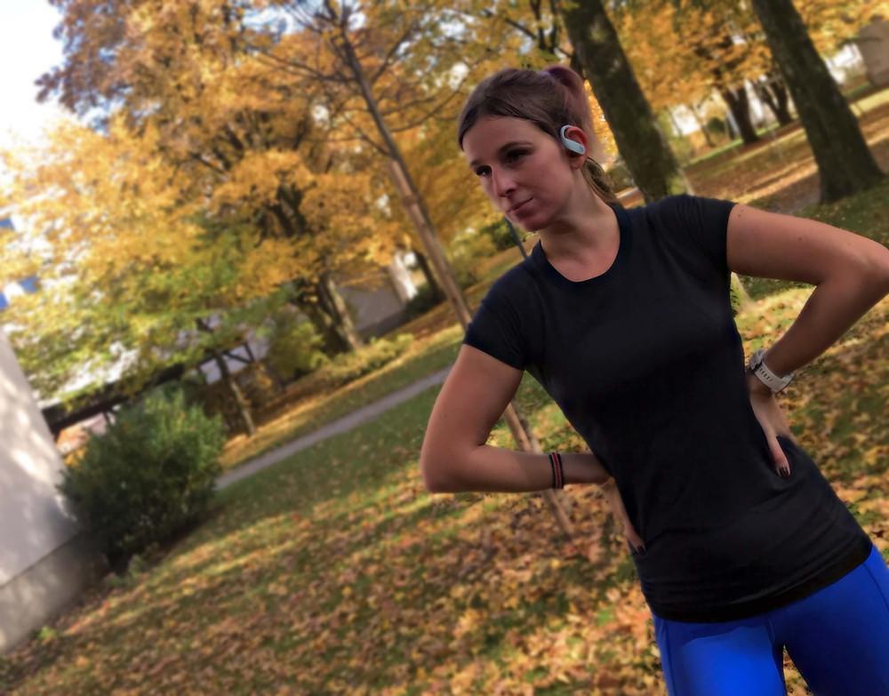 Nele beim Laufen im Herbst