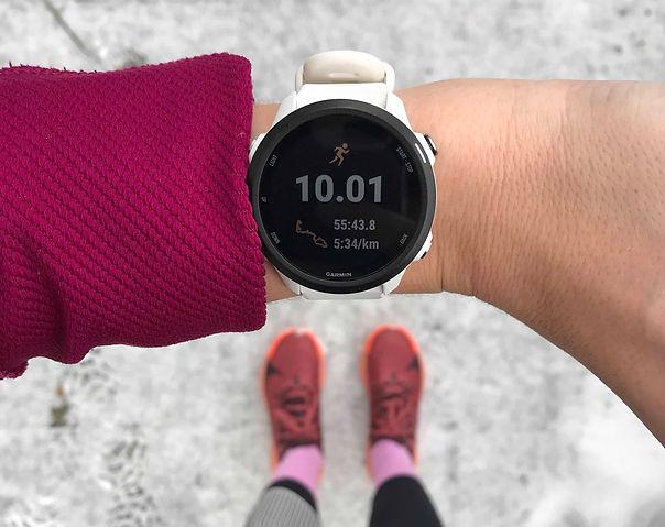 Geschwindigkeit beim Laufen – Statistik auf der Laufuhr nach dem Lauftraining