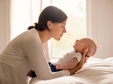 תינוקות אמורים להתעורר? אין סיכוי ללילה רצוף?