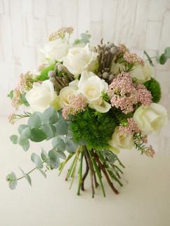 鮮花(米果/玫瑰/綠石竹/銀果/尤加利)