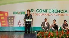 Dilma firma pacto nacional pela alimentação saudável