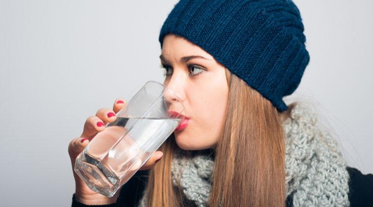 Muy importante tomar agua en Invierno