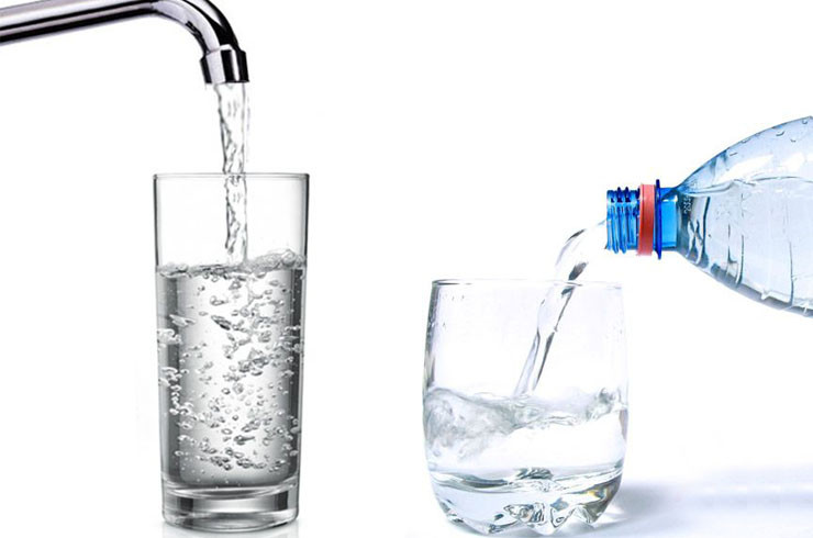 agua-embotellada-vs-agua-potable