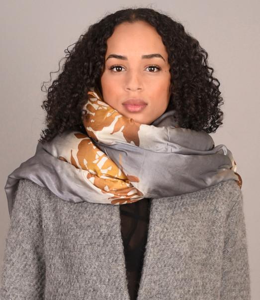 Bella shawl grijs1 .jpg
