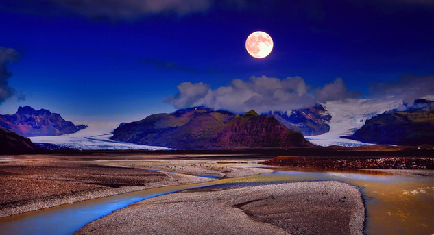 Moon over Southern Iceland_resize.jpg