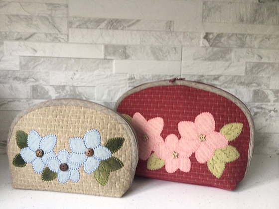 Blanket stitch flower curved bag