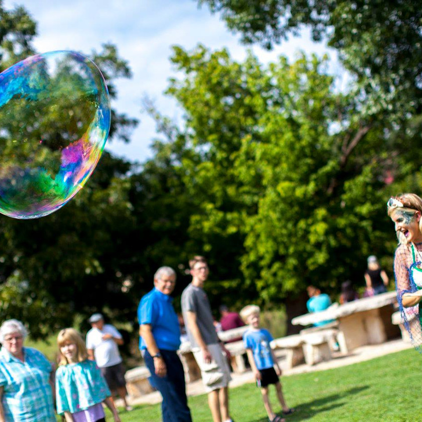The Bubble Maker, Mermaid Giant Bubble Artists, Austin Texas Mermaid Themed Party, Magical Entertainment, Activity