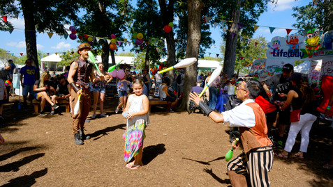 Juggle with the Jugglers, Circus Picnic Entertainment Show, Steampunk Aeronauts Themed Party, Fun Party Goers Experience, Austin Texas