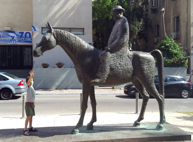 פסל מאיר דיזנגוף בשד' רוטשילד