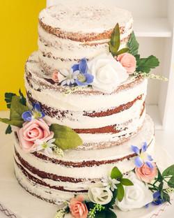 Semi nude cake tres pisos