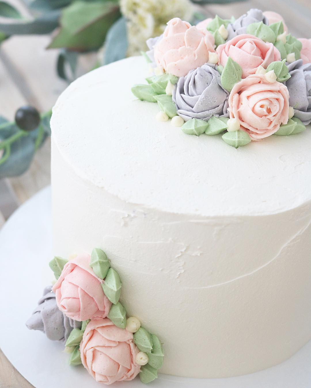 Tarta blanca detalle flores