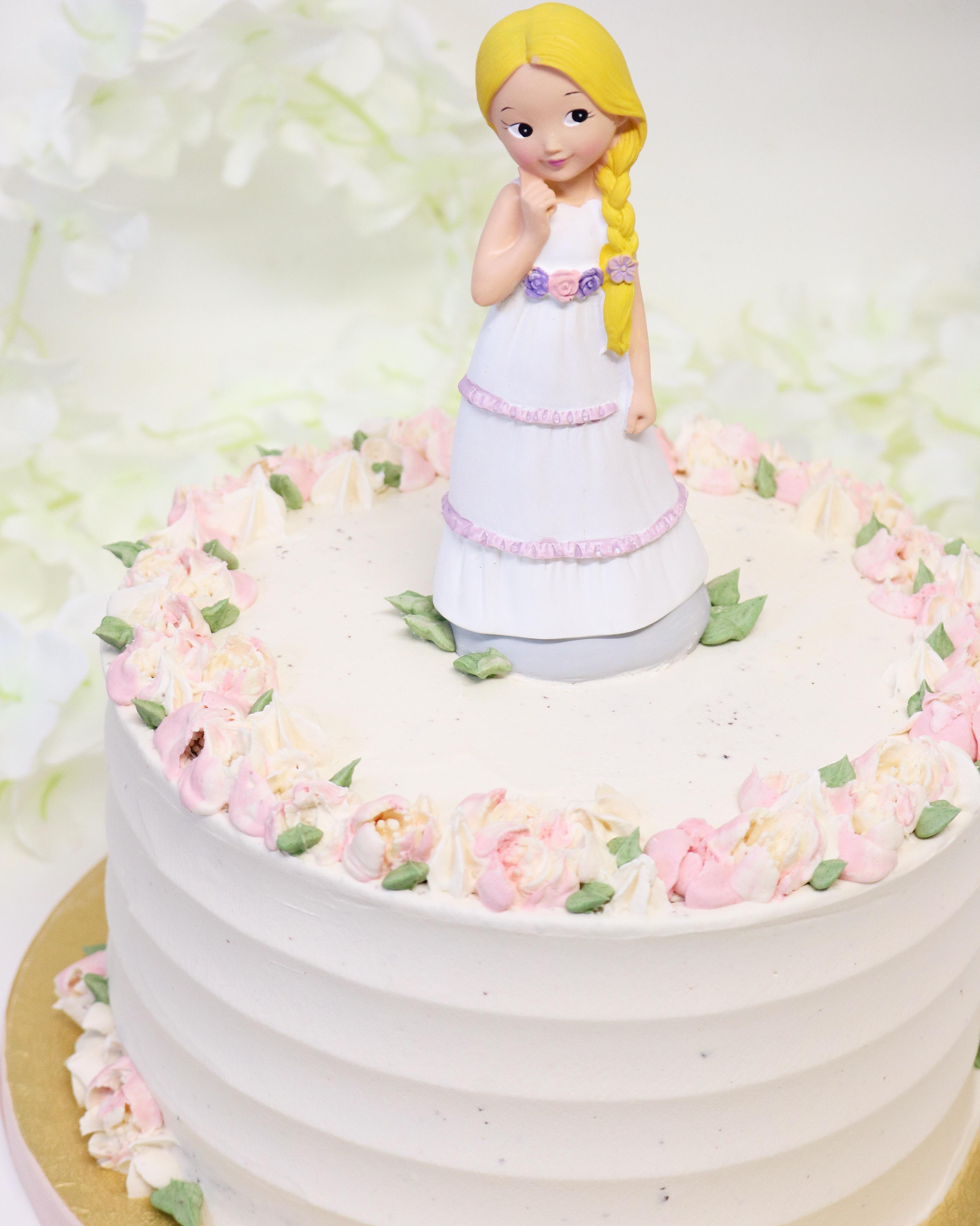 Tarta floral muñeca rubia