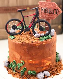 Tarta bici montaña