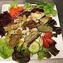 Bunter Salat mit gerösteten Maultaschen