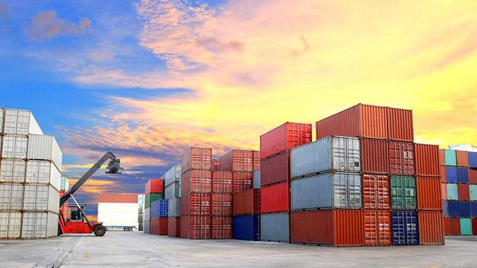 É preciso mirar na exportação de serviços, avalia ministro