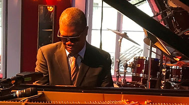 Marcus Roberts - warming up at the piano - in Germany